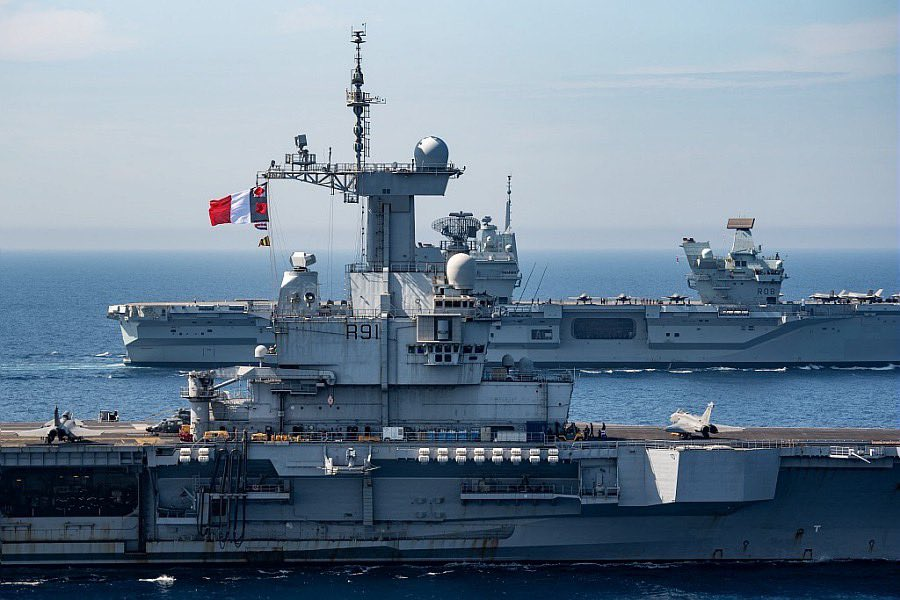 Les deux navires de guerre les plus puissants d'Europe se sont rencontrés en Méditerranée E2-orwZXEA0wc3n?format=jpg&name=900x900