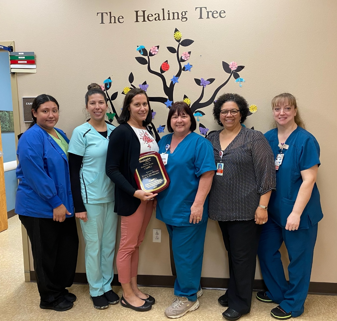 We are proud to announce Orlando Health South Seminole Hospital and Orlando Health South Lake Hospital have received the @Healogics National Center of Distinction Award for 2020. Congratulations to our teams on earning this distinction! #ChooseOrlandoHealth  #WHAM https://t.co/M5NODqssVL