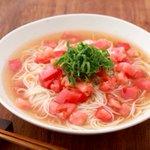 トマトの酸味でさっぱり美味!暑い日におすすめ「鶏塩トマトだれ素麺」