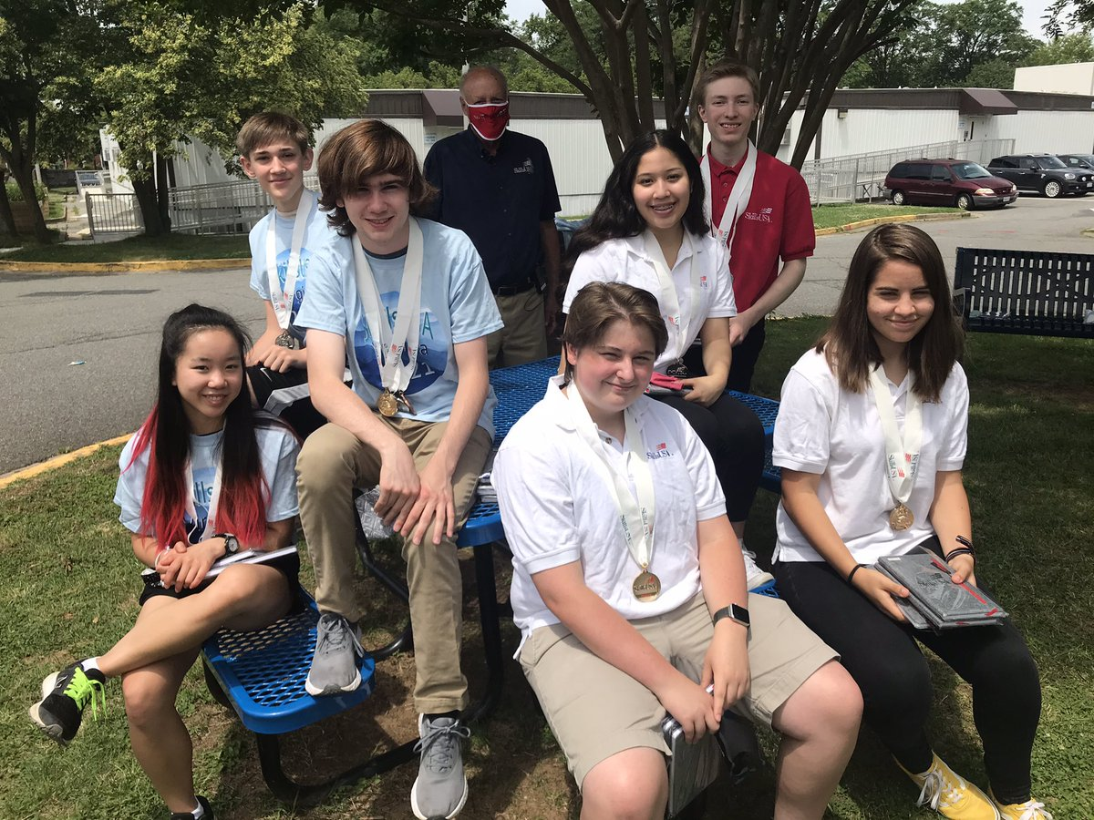 ACC TV Production students are awarded their medals at the outdoor 2021 SkillsUSA awards ceremony. Congratulations champions. <a target='_blank' href='http://twitter.com/arlingtontechcc'>@arlingtontechcc</a> <a target='_blank' href='http://twitter.com/aps'>@aps</a> <a target='_blank' href='http://twitter.com/Margaretchungcc'>@Margaretchungcc</a> <a target='_blank' href='http://twitter.com/CharlesRandolp3'>@CharlesRandolp3</a> <a target='_blank' href='https://t.co/xwh2VzViCV'>https://t.co/xwh2VzViCV</a>
