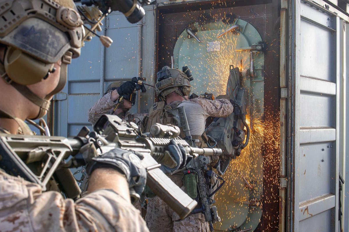 """""""Hit it, Marines-go, go, go! The Corps ain't payin' us by the hour!""""  U.S. Marines with All Domain Reconnaissance (Recon) Detachment (ADRD), 1st Recon Battalion, 1st Marine Division, conduct a Visit, Board, Search and Seizure (VBSS) training exercise on May 13, 2021. https://t.co/SS2eJP5eCW"""