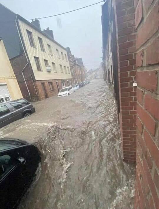 Importantes #inondations en ce moment à #Doudeville (76), suite au passage des #orages cet après-midi. Photo par Xavier Laviale.