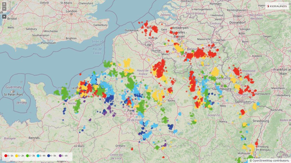 Les #orages sont mal organisés mais localement bien actifs sur le nord du pays depuis cet après-midi. Plus de 9000 éclairs détectés, dont 2200 en #SeineMaritime.