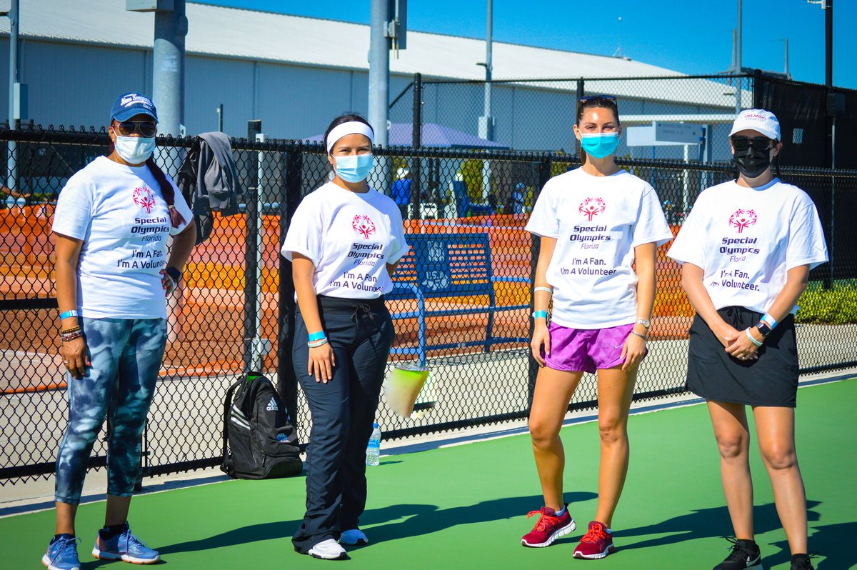 Our physicians recently #volunteered at the Special Olympics Florida State Tennis competition with @USTAFlorida. Volunteers at the tennis competition assisted athletes with tennis skills and helped the athletes and their families #enjoy this unique event.   #ChooseOrandoHealth https://t.co/RgWKA6En8T