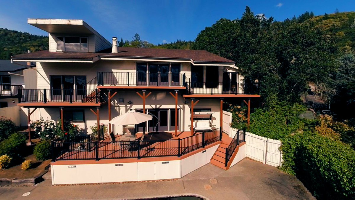 1710 NE Hillcrest Lane Grants Pass Oregon Watch the real estate video tour to see more of this home and the beautiful views of the Rogue Valley. https://t.co/yEpO4ENjLU