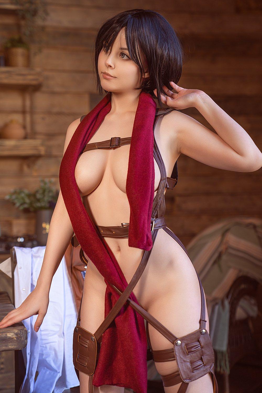 Helly von Valentine Mikasa Cosplay
