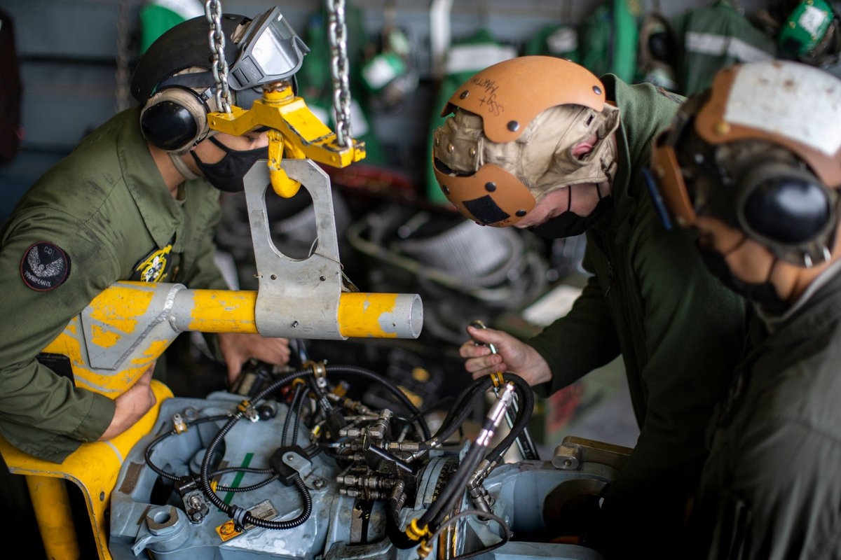 Blade Runners  #Marines with VMM-165 (REIN), @11thMEU, keep our CH-53E Super Stallions in the sky, replacing a main rotor head, sleeve, and spindle on an aircraft while underway in @USPacificFleet. #AlwaysReady  #SemperFi Marines.  @USMC @PacificMarines @1stMEF @3rdMAW https://t.co/PxrLVnefmU