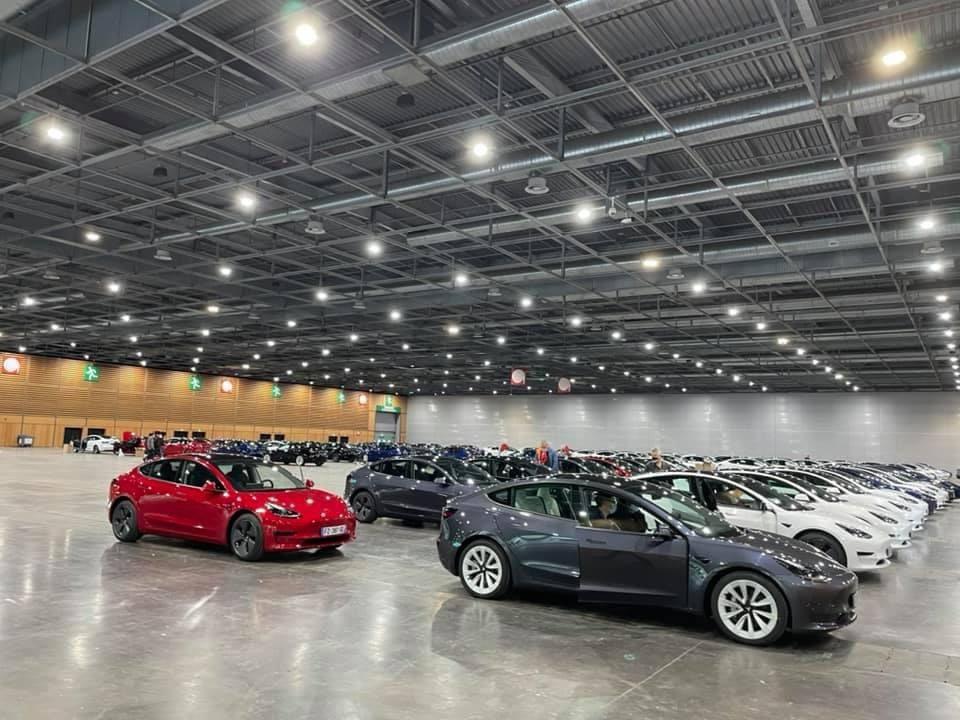 Tesla : la model 3 dévoilée - II - Page 9 E2LKQrDWYAUtZl4?format=jpg&name=medium