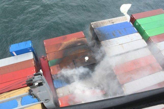 தீப்பிடித்துள்ள X-Press Pearl கப்பலில் வெடிப்பு; 25 பேர் மீட்பு-Fire on X-Press Pearl Ship Near Colombo Port Sri Lanka