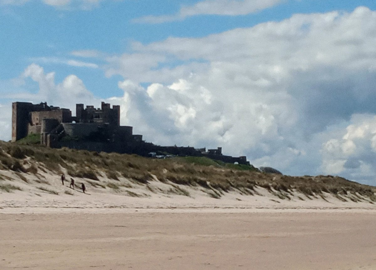 Beautiful empty beaches, lots of castles and lots of beer.. I♥️ #Northumberland https://t.co/mOqtSX8wwa