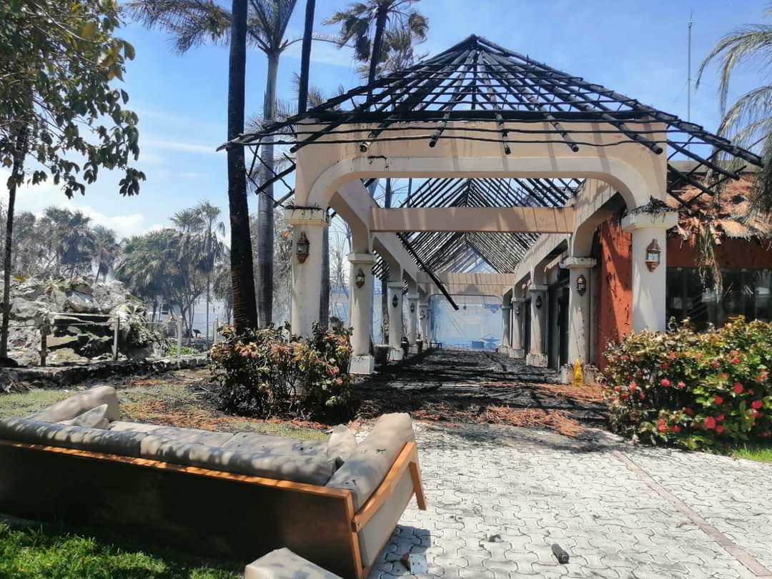 """Azucena Uresti on Twitter: """"Así fue el incendio de esta mañana en el hotel  Grand Palladium, en #Tulum, #QuintanaRoo; el fuego inició en la lavandería  y ocasionó cuantiosas pérdidas económicas, principalmente en"""
