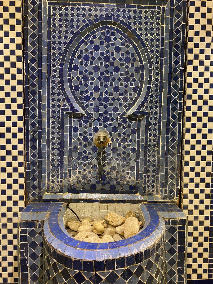 الفن المغربي يطرز المباني الإسرائيلية. معرض صور التقطتها مصورة اسرائيلية في تجوالها في المغرب…