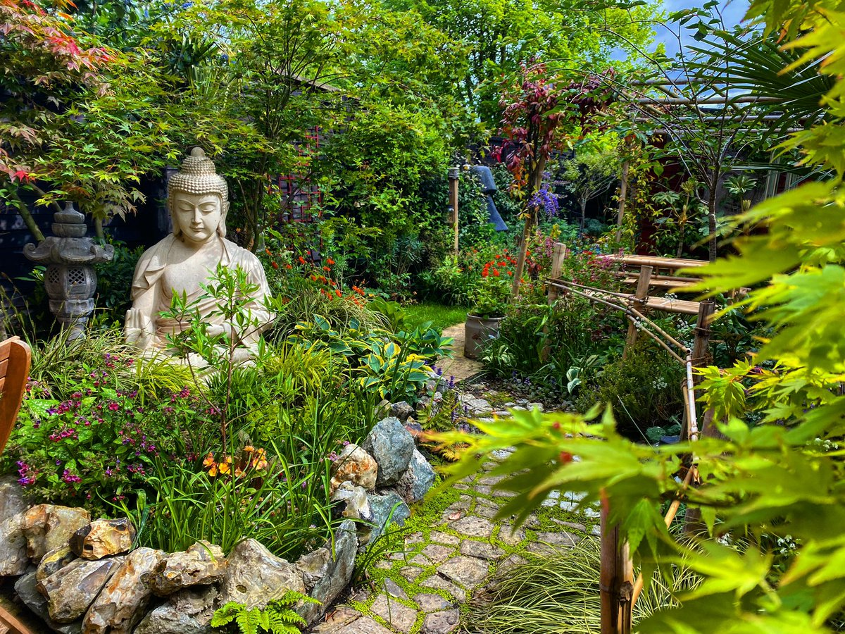 Garden open day for the St Elizabeth Hospice Charity. Saturday 5th & Sunday 6th. 11.30am - 4.30pm . £3 entry, kids free. No wheelchair access due to narrow paths. Tickets available at the gate on the day. Please park on mill street.   Chapel farm close  Gislingham  Eye  Ip23 8bf https://t.co/9Yi3GWIsWg