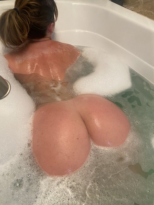 1 pic. Free video for all new Subs!! 💦💦💦  https://t.co/3jyTE1PoRX   https://t.co/8BGX0PMxIy https://t