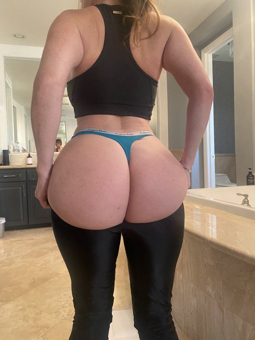 2 pic. Free video for all new Subs!! 💦💦💦  https://t.co/3jyTE1PoRX   https://t.co/8BGX0PMxIy https://t