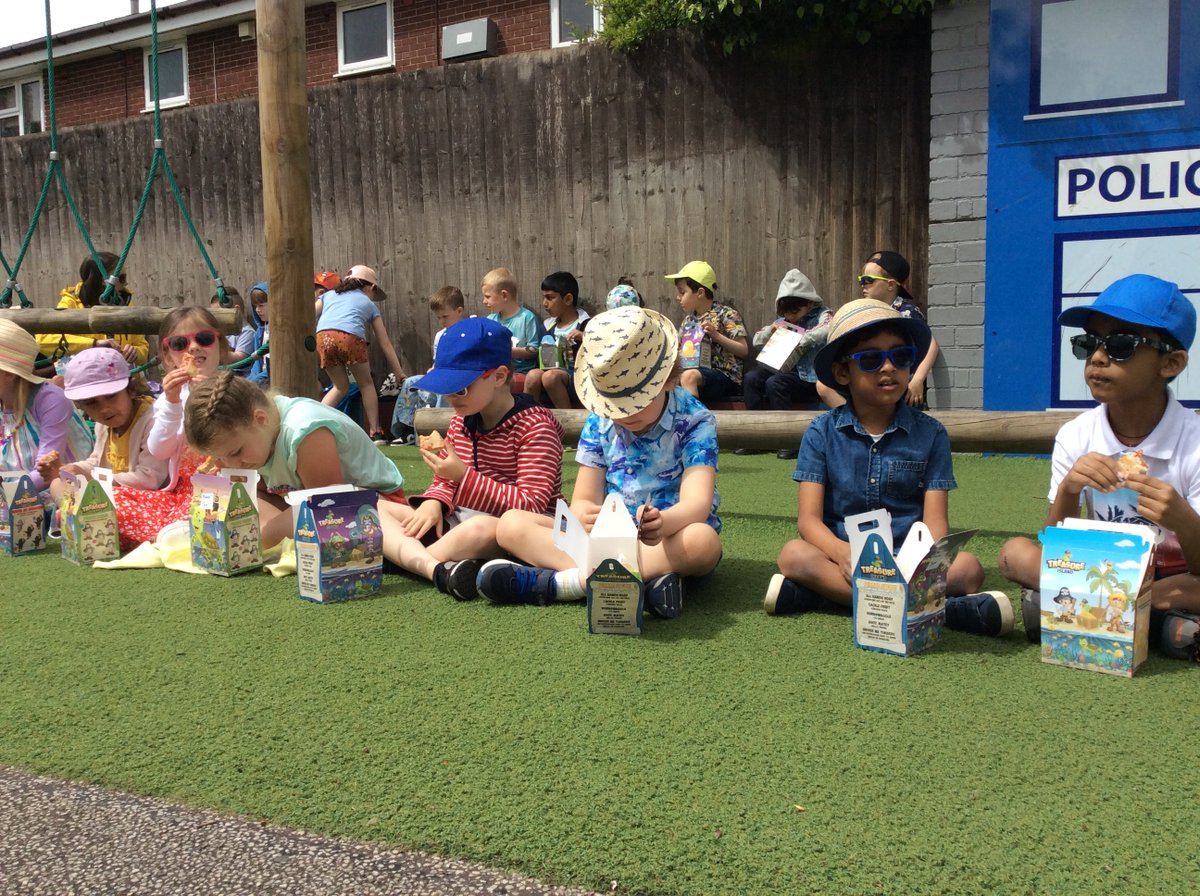 test Twitter Media - Year 1s enjoyed a very tasty picnic in the sun. https://t.co/j77s0civCh