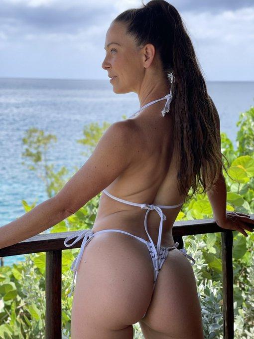 2 pic. Bikini by @Brazzers view by Jamaica 🇯🇲 https://t.co/iCycuzjarU