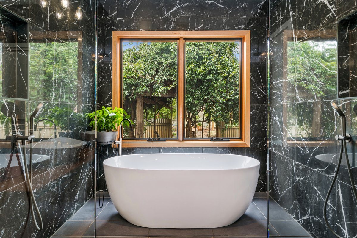 Moody and symmetrical bathroom 😍 photographed by Top Snap Central Victoria. . #topsnap #photography #realestate #realestatephotography #marketing #bathroom #bathtub #moody #symmetrical #centralvictotia #bendigo #vic https://t.co/AIk5fPZrNt