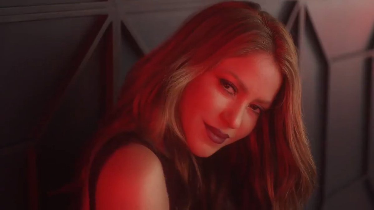 Descubran el nuevo anuncio de la nueva fragancia de Shak, Dance Red Midnight!  Check out the new TV ad for Shak's latest fragrance, Dance Red Midnight!  https://t.co/KLFs4uQ5zC ShakHQ  #ShakiraPerfumes https://t.co/t491hqFOKe