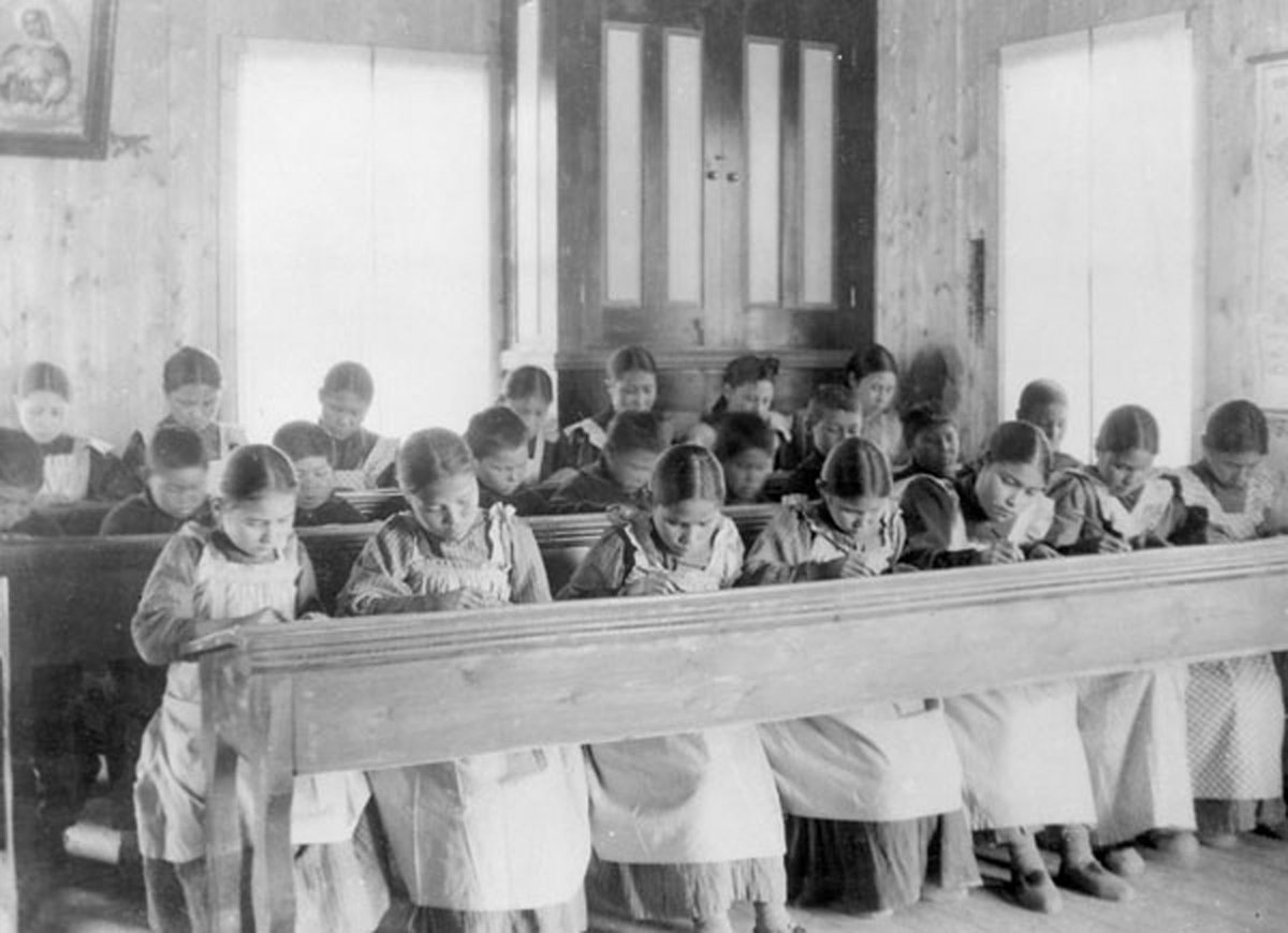 Remains of 215 Indigenous children have been found at a Canadian residential school, a First Nation said.  Over 150 years, 150K+ Indigenous children were stolen from families & put in schools away from home. Many suffered physical & sexual abuse — 4,100 died, estimates @NCTR_UM. https://t.co/tmkawDScoQ