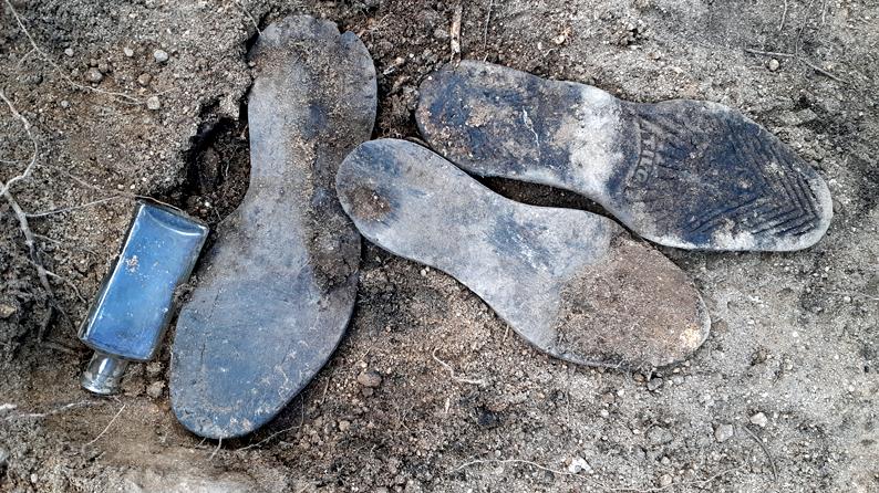 Esta semana acabamos las excavaciones arqueológicas en los destacamentos penales del Valle de los Caídos. Hemos aprendido mucho sobre los presos, los trabajadores y sus familias. Porque los objetos cuentan historias cuando se les presta atención. Hilo-> https://t.co/JqE3FXg2yc