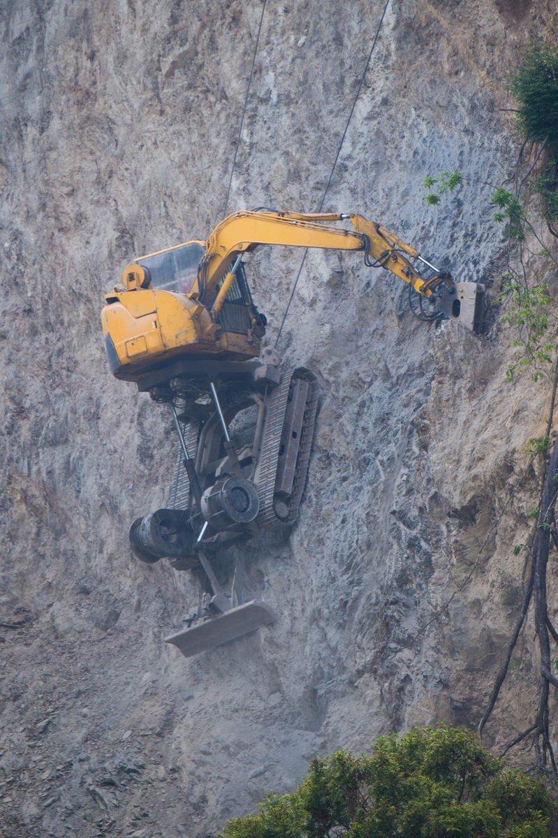 高い崖でも問題にない?重機が本気を出した結果!