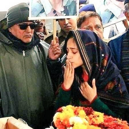These pictures give me goosebumps! Saluting the bravery & patriotism of Lt. Nikita Kaul.  A tribute fit for the sacrifice made by Martyr Major Dhoundiyal for our motherland. After losing her husband to terrorism, Nikita joins the Indian Army.   #BharatKiBeti @adgpi https://t.co/nsgDWs2iZA