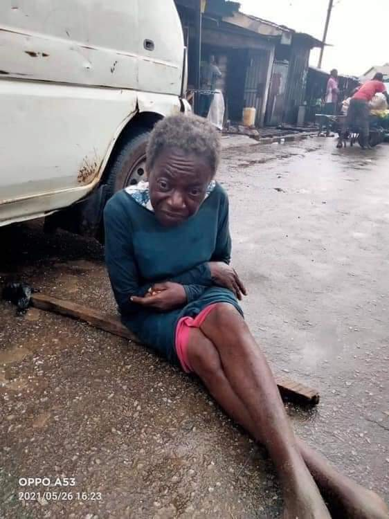 No one is coming out to claim this old woman. This is third day she is on the streets of Owerri. We need to get to the family   Let's keep sharing until it gets to the family. https://t.co/I3FQoE0EK3