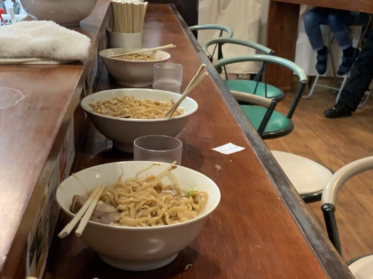 これはありえない?麺マシにしておいて食べられず帰る大学生たち!