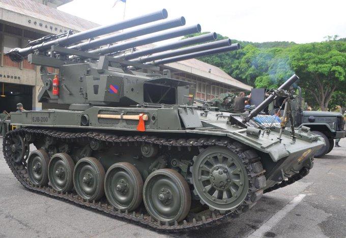 (Imágenes) Venezuela moderniza y transforma los viejos tanques AMX-13 en una nueva y poderosa máquina multicañón E2oRfrdVcAMl_n8?format=jpg&name=small