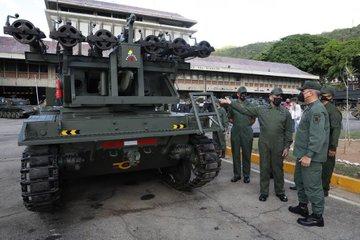 (Imágenes) Venezuela moderniza y transforma los viejos tanques AMX-13 en una nueva y poderosa máquina multicañón E2oRjMNVoAMKrV_?format=jpg&name=360x360