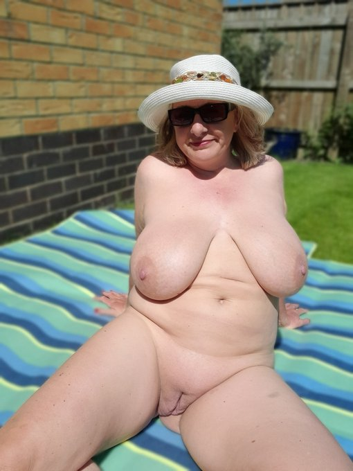 1 pic. At it again in the garden and I've just filmed myself putting on sunscreen, so you best join my