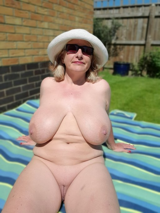 2 pic. At it again in the garden and I've just filmed myself putting on sunscreen, so you best join my