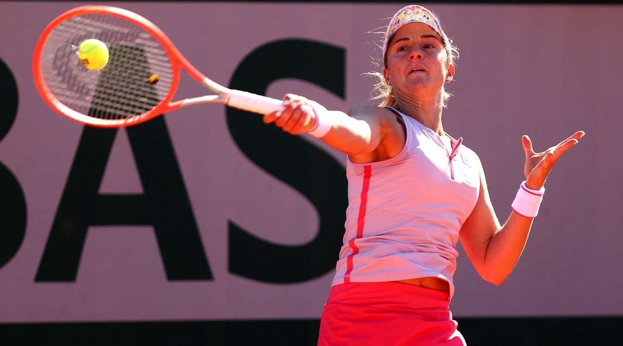 """Argentenis on Twitter: """"Nadia Podoroska 🇦🇷(42°) fue superada por Belinda Bencic 🇨🇭 (11°) por 6-0 6-3 y se despidió en primera ronda de #RolandGarros https://t.co/yOb1DwWIKG"""" / Twitter"""