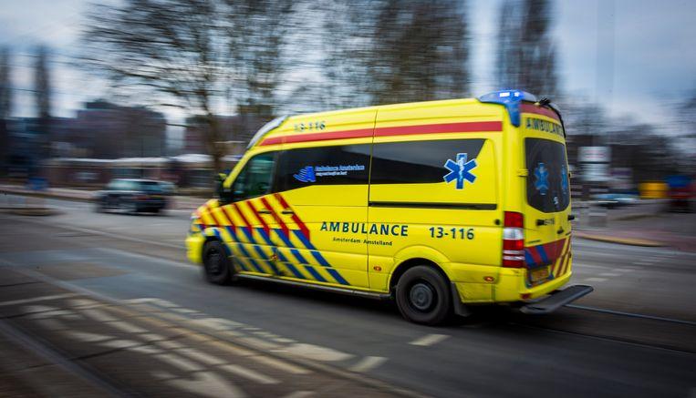 Scooterrijder (72) komt om bij botsing met motor: Een 72-jarige bestuurder van een scooter is zondagochtend om het leven gekomen bij een aanrijding met een motor in Amstelveen, meldt de politie...