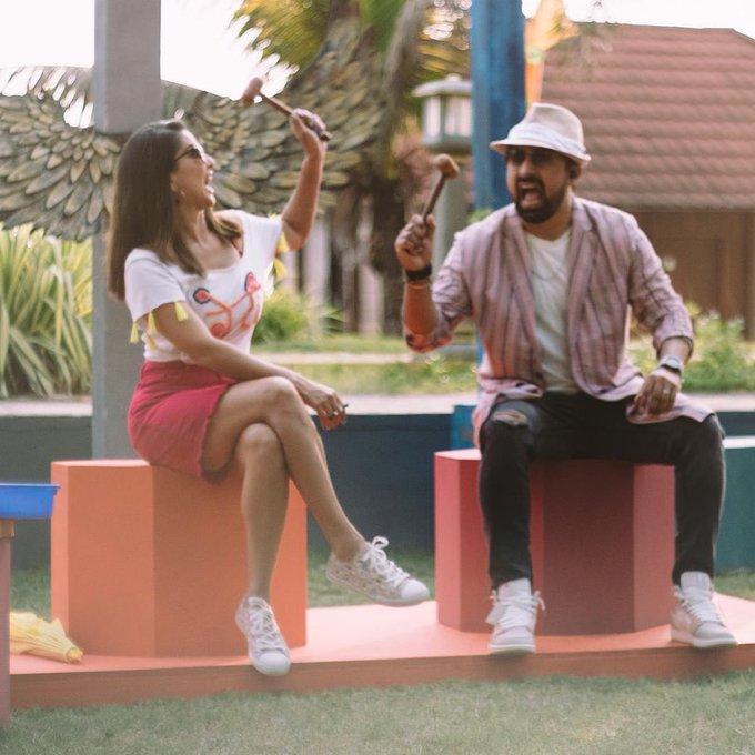 "Looks more like the game ""whack a mole""!! @rannvijaysingha 😂😂😂 . . . #SunnyLeone #SplitsvillaX3 #bts"