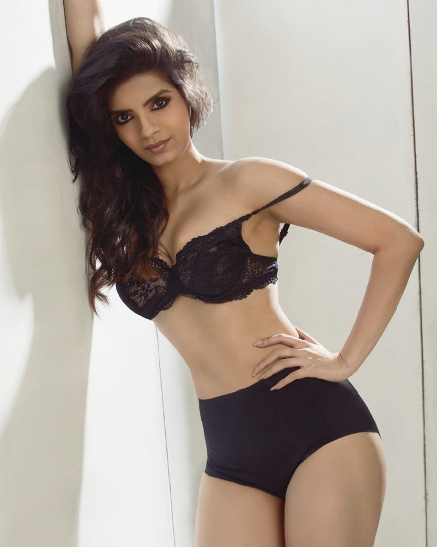 These Glamorous Pictures of Sonali Raut You Simply Can't-Miss