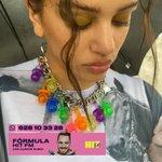 Image for the Tweet beginning: Rosalía ha recuperado este accesorio