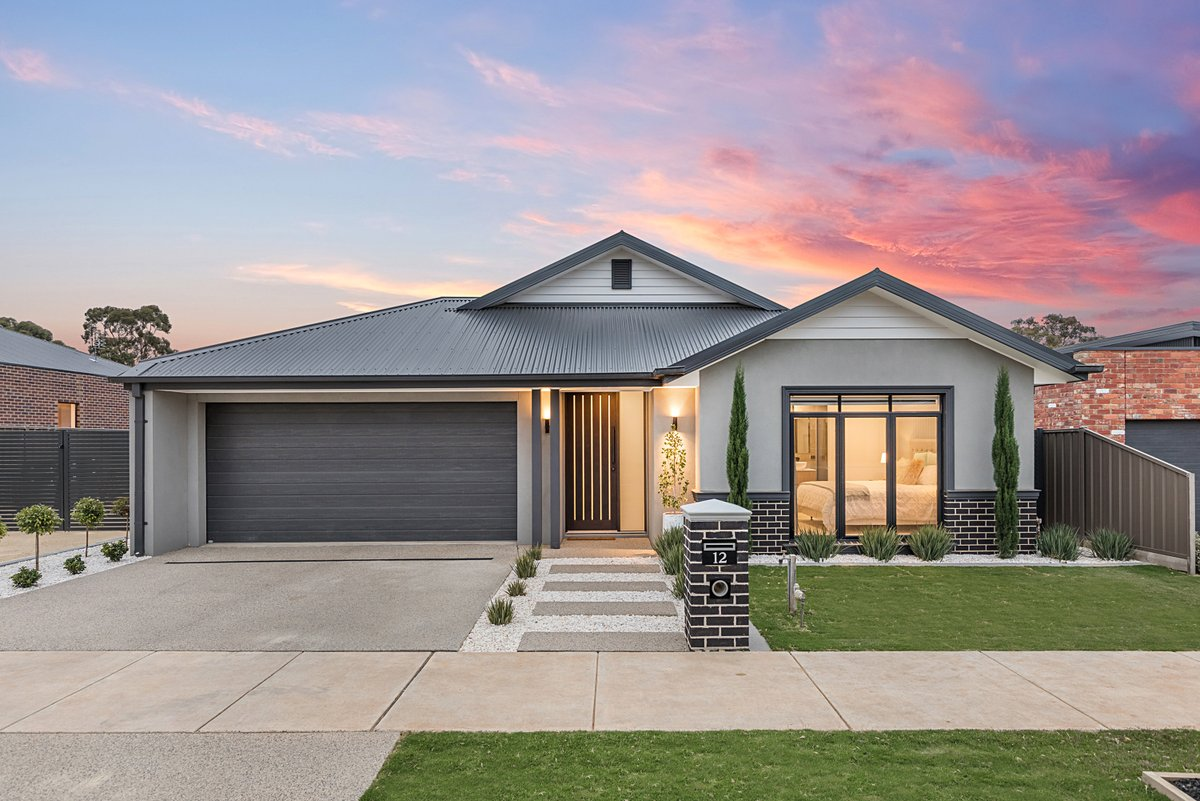 Another flawless facade shot photographed by Top Snap Central Victoria 📸  . #topsnap #photography #realestate #realestatephotography #marketing #facade #dusk #flawless #pictureperfect #centralvictoria #bendigo #vic https://t.co/16yqPGfLOT