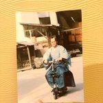 現代の乗り物に乗っているw松平健さんが暴れん坊将軍の衣装で移動する生写真が宝物!
