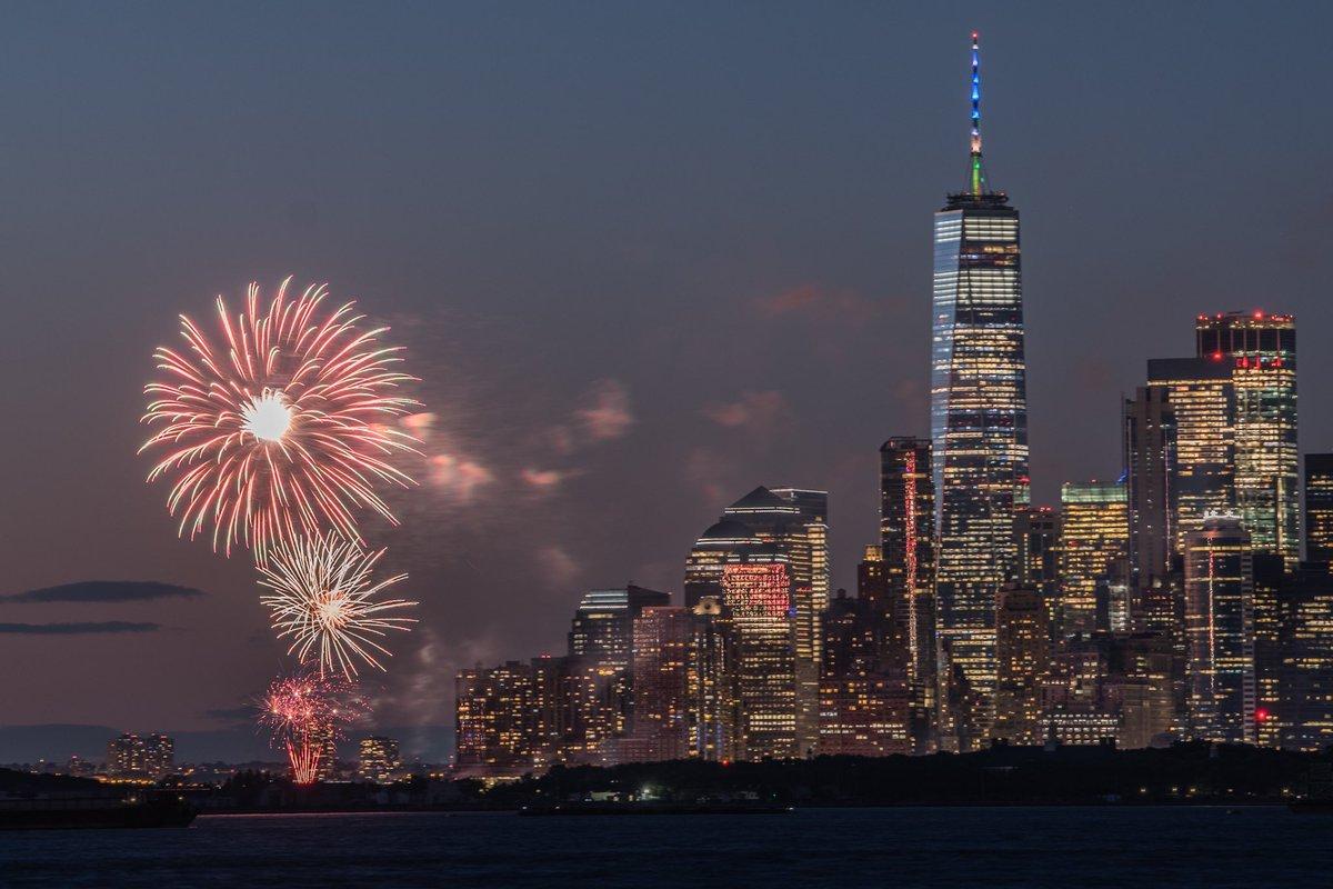 15/6/2021  Cidade de Nova York celebra com fogos de artifício 70% da população adulta vacinada e o fim das restrições 15 meses após o seu sistema de saúde ter colapsado pela epidemia. https://t.co/LUppIp9FaU