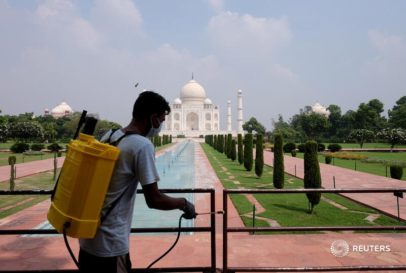 India's famed Taj Mahal re-opens for tourists as COVID-19 curbs ease https://t.co/v9onXQyNT9 by @sampath_uday https://t.co/Xi9CtN6E1j
