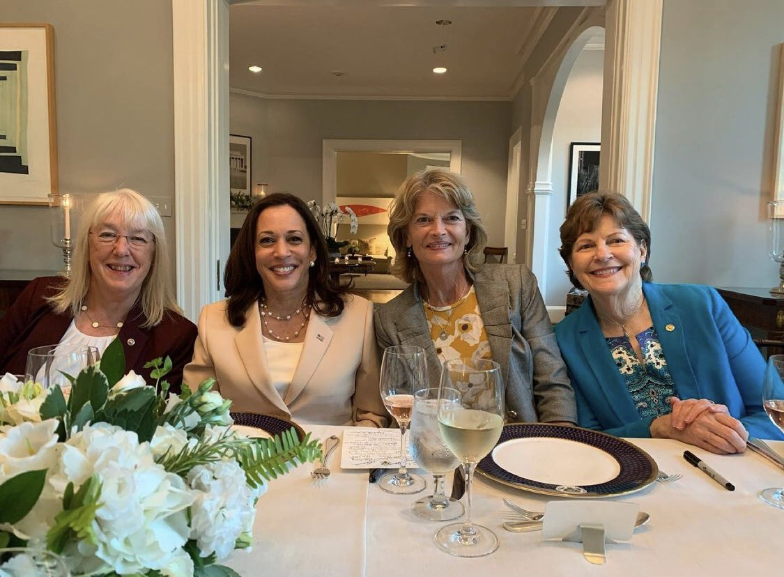 All 24 female Senators were invited to a bipartisan dinner tonight hosted by Vice President @KamalaHarris at her residence at the U.S. Naval Observatory 📷: via @lisamurkowski https://t.co/2brv3WBhQm