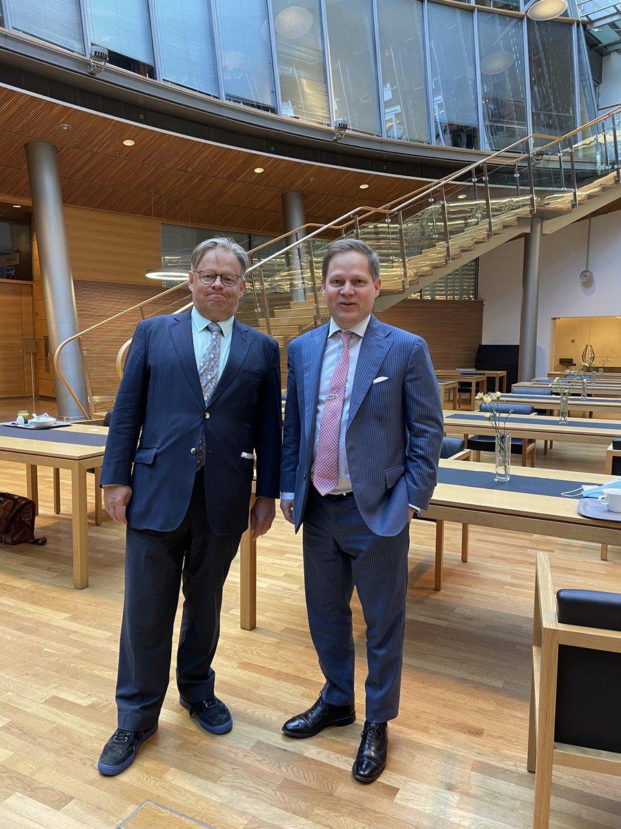 Vaalien jälkeinen aamu alkoi tulevan Helsingin pormestarin kanssa  analyysikeskusteluilla. Nyt vääntämään sotea @filsdeproust #yhteistyö #keskusta