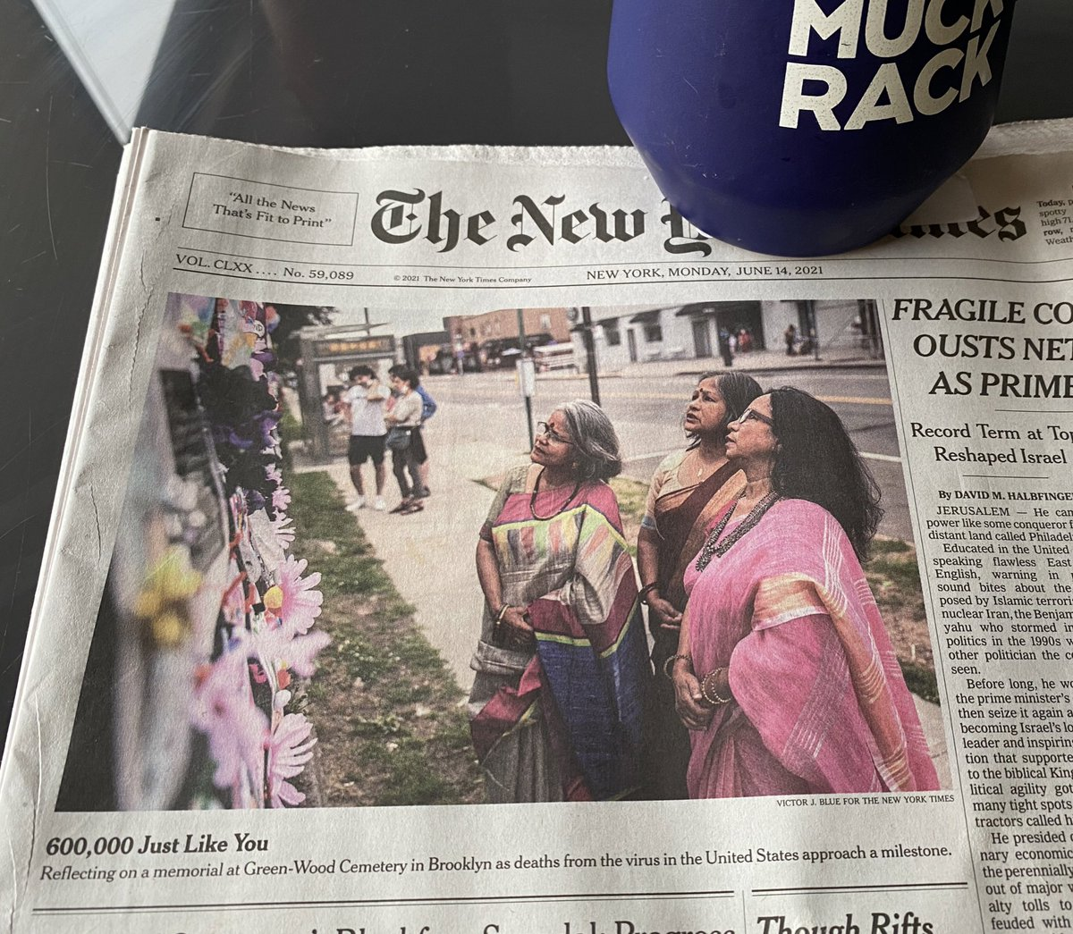 """I thought this was yet another photo from India's Covid crisis.   This is a photo taken in Brooklyn by Victor J. Blue.  """"600,000 just like you."""" Has no accompanying story. Doesn't need one. https://t.co/gLMMds7iic"""