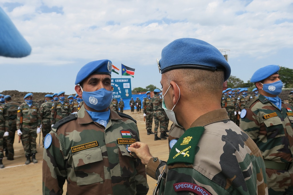 Take a bow, people of #India! Some 135 of your peacekeeping troops, based in #SouthSudan and serving with #UNMISS, have received @UN medals for their outstanding performance in Jonglei State and the Greater Pibor Administrative Area: https://t.co/Gqy7xTM6Hr #ServingForPeace #A4P https://t.co/kw9gpuZyWE