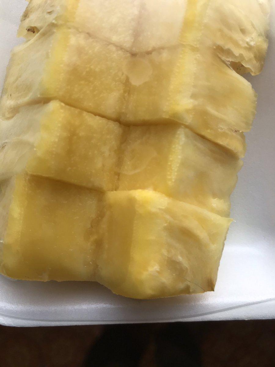 昨日また台湾パイナップル食べました。今回は少し酸っぱかったです。やはり果物は食べてみないとわからないです。#台湾パイナップル https://t.co/DTVulUytwd