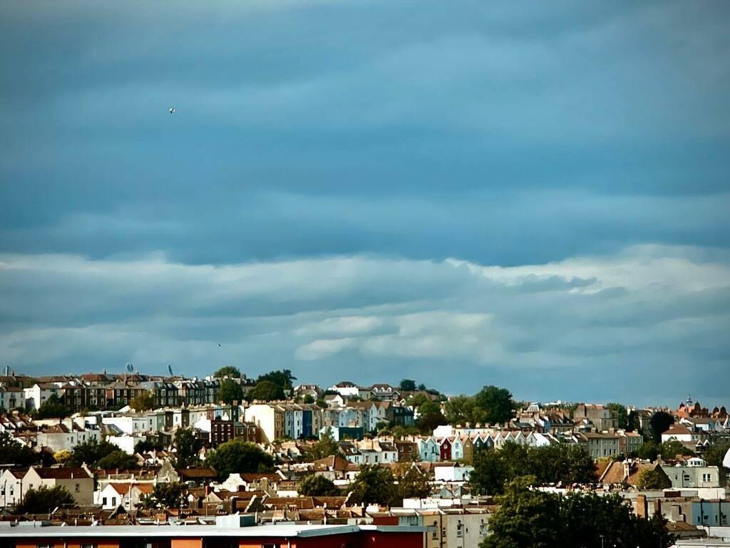 Blue in Bristol #bristol #filmicfirstlight #cityliving #tourist https://t.co/4tp8w8RwyO https://t.co/TMIT8WqJ0K