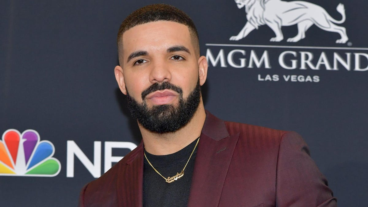 Drake Says Certified Lover Boy Album Is Coming Before the End of Summer. We'll See About That https://t.co/JlZ1PmNyn1 https://t.co/O3y8vDmeRU