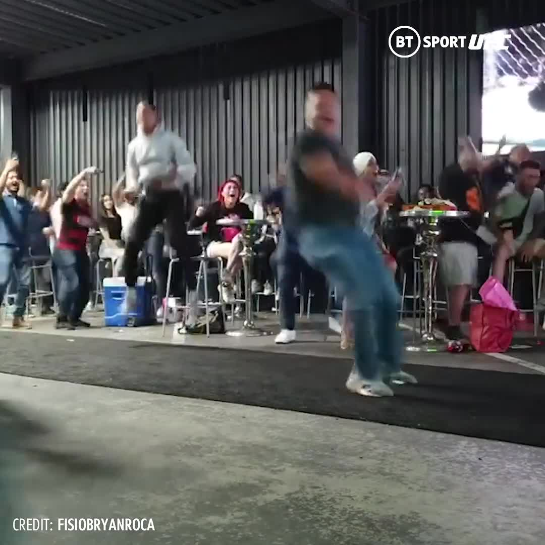 Doing Mexico proud! 🇲🇽  The reaction at Brando Moreno's home gym in Tijuana was something beautiful 😍 https://t.co/mdV9WU6sYg